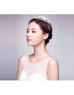 Classic Sparkling Crystal and Pearl Bride Wedding Tiara